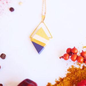 Gebetnout bijoux fantaisie lyon mode tendance bijouterie femme Annecy artisan Licancabur collier geometrie triangle jaune violet dore