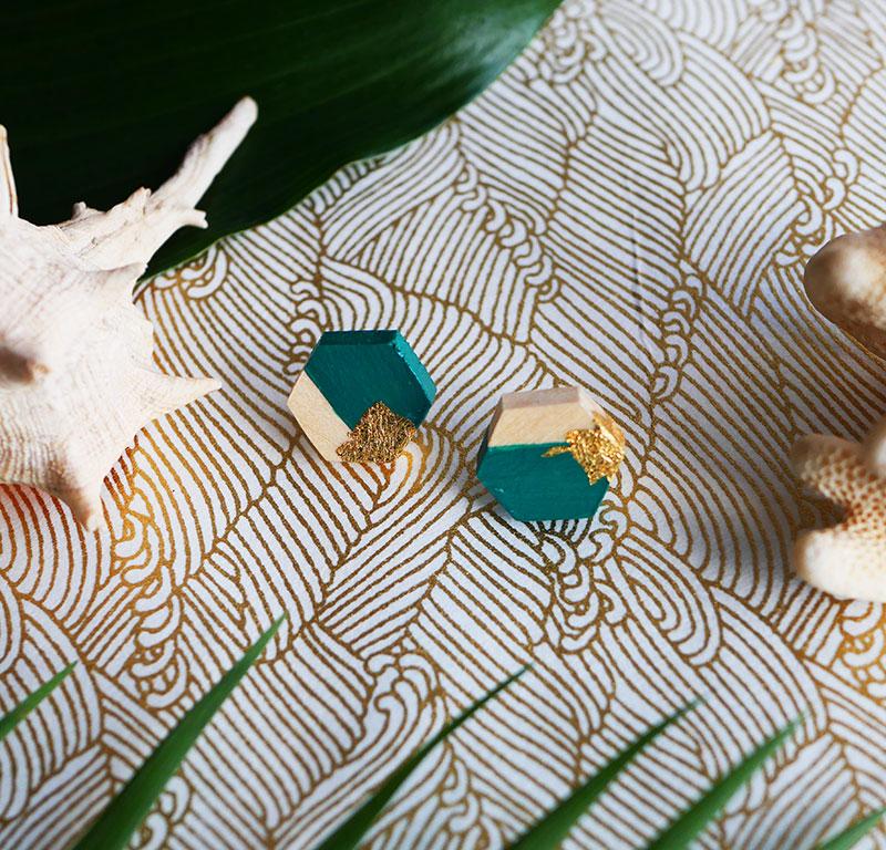 Gebetnout bijoux fantaisie lyon mode tendance bijouterie femme Annecy artisan Opunohu geometrie bois hexagone puce vert feuille or