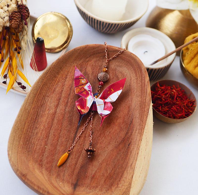 Gebetnout bijoux fantaisie lyon mode tendance bijouterie femme Annecy artisan watthanaram ayutthaya origami papillon email rouge jaune cuivre sautoir