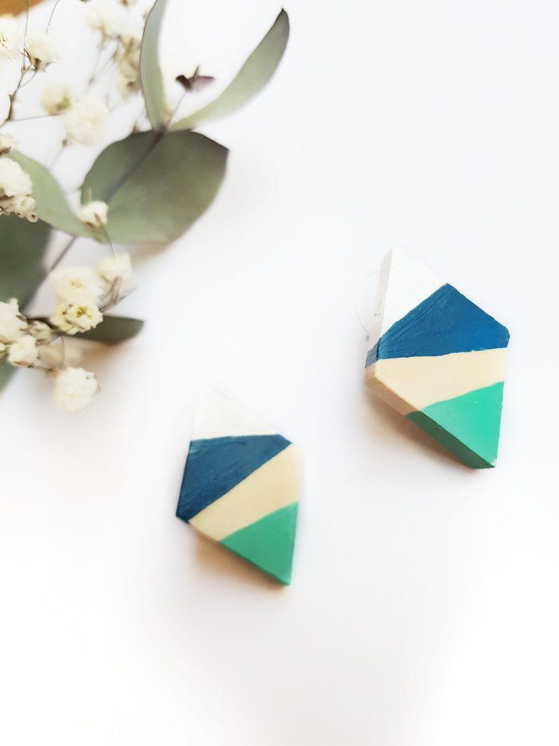 Gebetnout bijoux fantaisie lyon mode tendance bijouterie femme Oullins artisan boucles oreilles puces bois losange bleu cobalt lagon