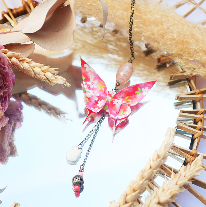 Gebetnout bijoux fantaisie lyon mode tendance bijouterie femme Annecy artisan Licancabur sautoir origami papillon rose rouge blanc bronze fleuri