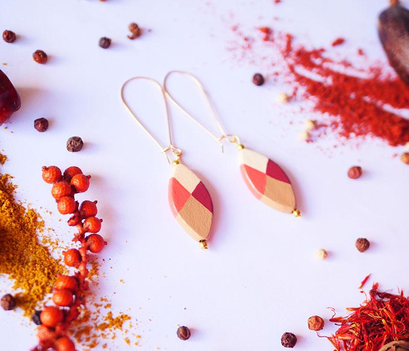 Gebetnout bijoux fantaisie lyon mode tendance bijouterie femme Annecy artisan Licancabur bois dormeuse petale chocolat orange