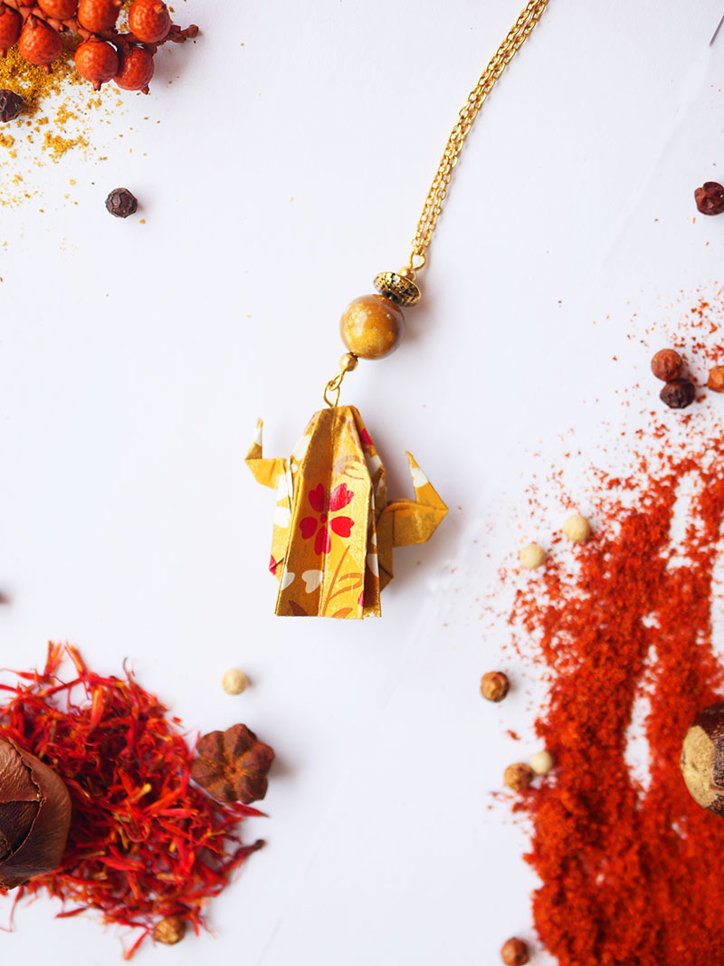 Gebetnout bijoux fantaisie lyon mode tendance bijouterie femme Annecy artisan Licancabur sautoir origami cactus ocre dore jaspe