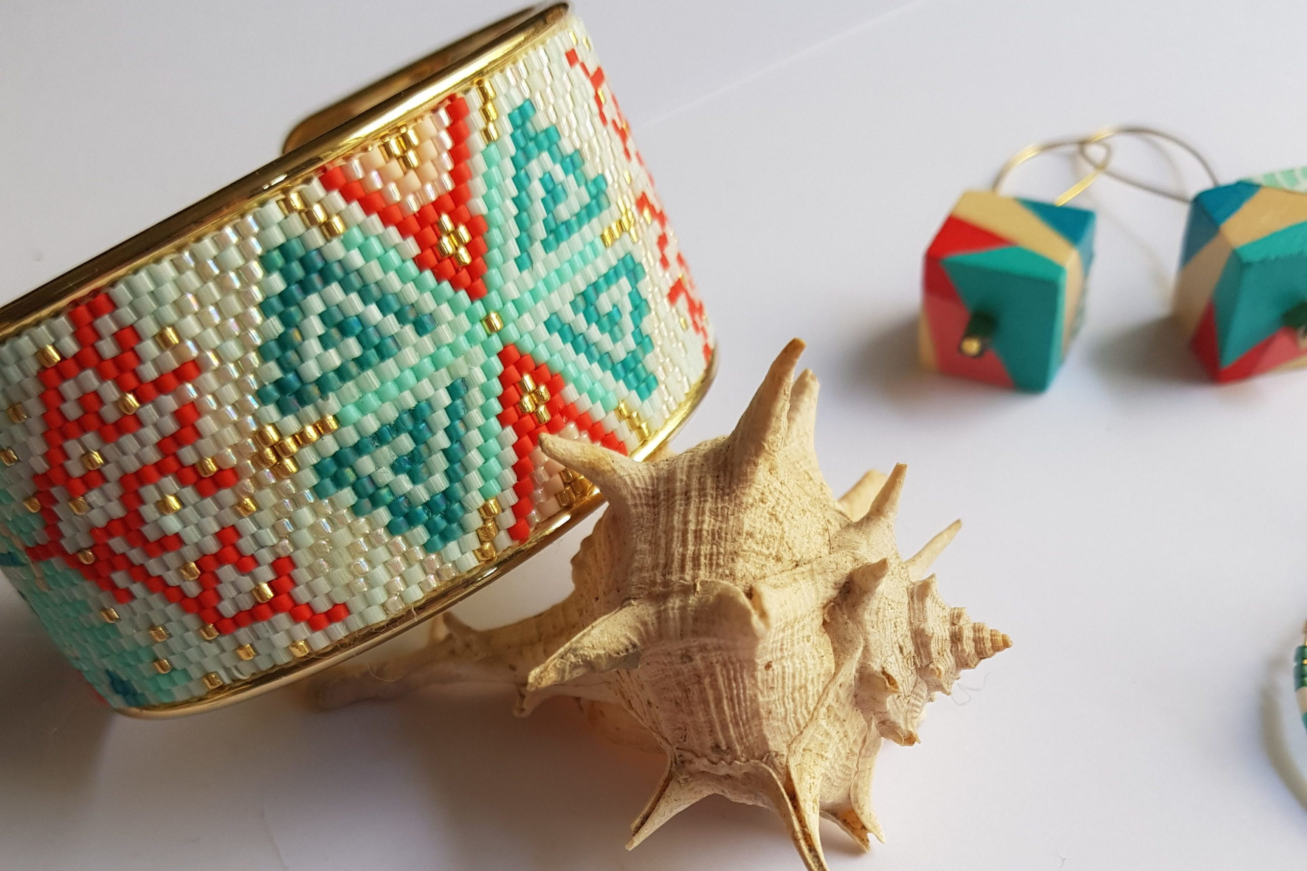 Gebetnout bijoux fantaisie lyon mode tendance bijouterie femme Oullins artisan manchette corail