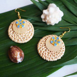 Gebetnout bijoux fantaisie lyon mode tendance bijouterie femme Annecy artisan Opunohu rotin jaune bleu osier miyuki