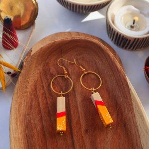 Gebetnout bijoux fantaisie lyon mode tendance bijouterie femme Annecy artisan watthanaram ayutthaya bois geometrie barre cercle corail jaune papier dore