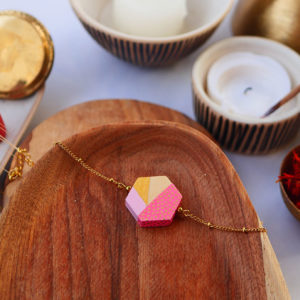 Gebetnout bijoux fantaisie lyon mode tendance bijouterie femme Annecy artisan watthanaram ayutthaya bois geometrie bracelet hexagone rose papier dore