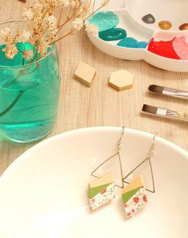 Gebetnout bijoux fantaisie lyon mode tendance bijouterie femme annecy artisan bois japonais géométrie losange vert blanc fleuri