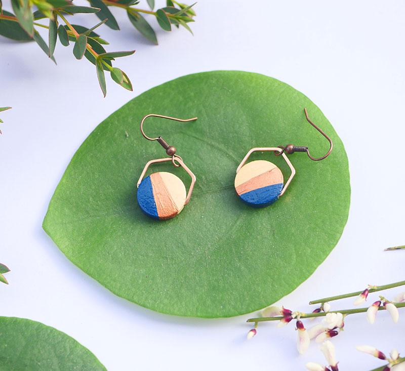 Gebetnout bijoux fantaisie lyon mode tendance bijouterie femme annecy artisan bois japonais géométrie rond hexagone bleu marine cuivre
