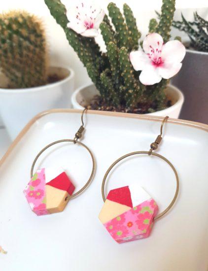 Gebetnout bijoux fantaisie lyon mode tendance bijouterie femme Annecy artisan Incahuasi géométrie bois hexagone fleuri rose