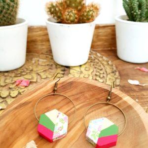 Gebetnout bijoux fantaisie lyon mode tendance bijouterie femme Annecy artisan Incahuasi géométrie bois hexagone fleuri vert rose