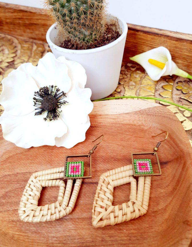 Gebetnout bijoux fantaisie lyon mode tendance bijouterie femme Annecy artisan Incahuasi miyuki rose vert blanc rotin losange