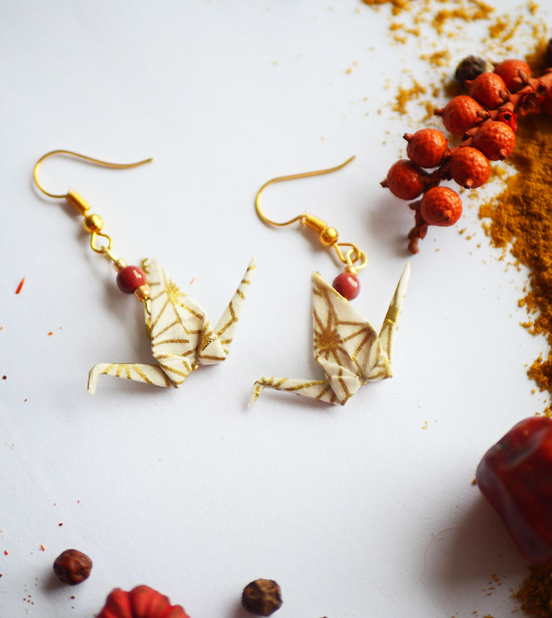 Gebetnout bijoux fantaisie lyon mode tendance bijouterie femme Annecy artisan Licancabur origami grue dore jaspe rouge