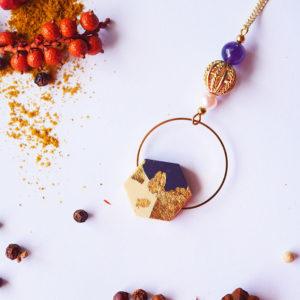 Gebetnout bijoux fantaisie lyon mode tendance bijouterie femme Annecy artisan Licancabur sautoir bois hexagone feuille or prune dore
