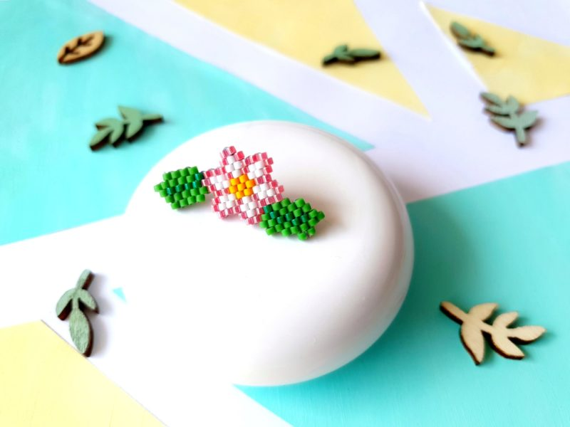 Gebetnout bijoux fantaisie lyon mode tendance bijouterie femme Annecy artisan pins kit diy Miyuki brickstitch fleur