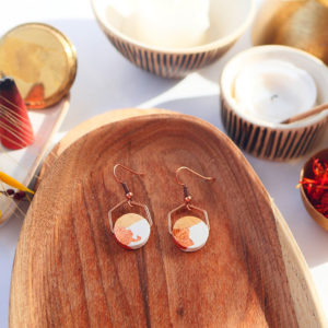 Gebetnout bijoux fantaisie lyon mode tendance bijouterie femme Annecy artisan watthanaram ayutthaya bois geometrie hexagone blanc feuille cuivre