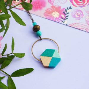 Gebetnout bijoux fantaisie lyon mode tendance bijouterie femme Annecy artisan bois geometrie sautoir collier hexagone vert bleu paon bronze