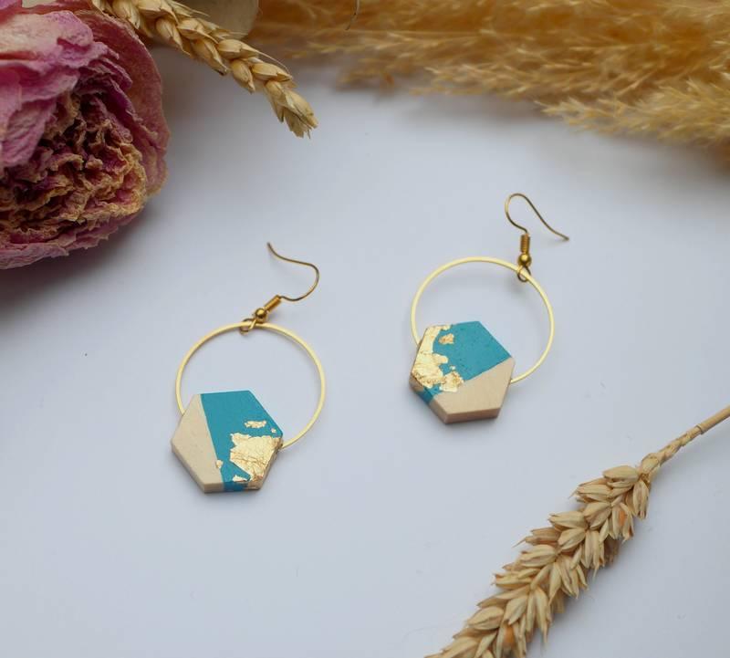 Gebetnout bijoux fantaisie lyon mode tendance bijouterie femme Annecy artisan Licancabur bois japonais geometrie hexagone bleu lagon feuille or dore