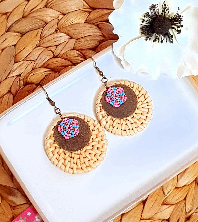 Gebetnout bijoux fantaisie lyon mode tendance bijouterie femme Oullins artisan boucles oreilles miyuki rotin rose bleu cuivre