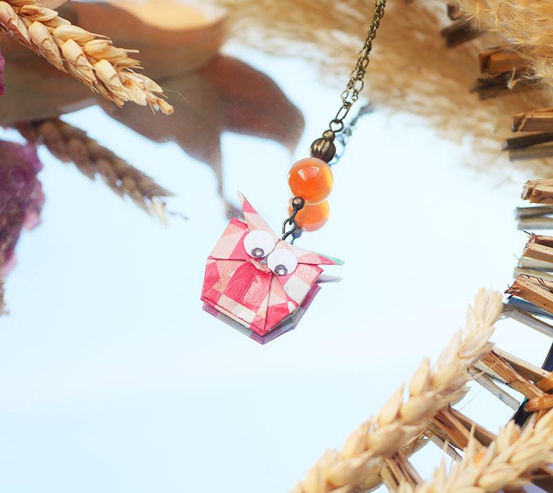 Gebetnout bijoux fantaisie lyon mode tendance bijouterie femme Annecy artisan origami sautoir collier hibou graphique agate corail saumon