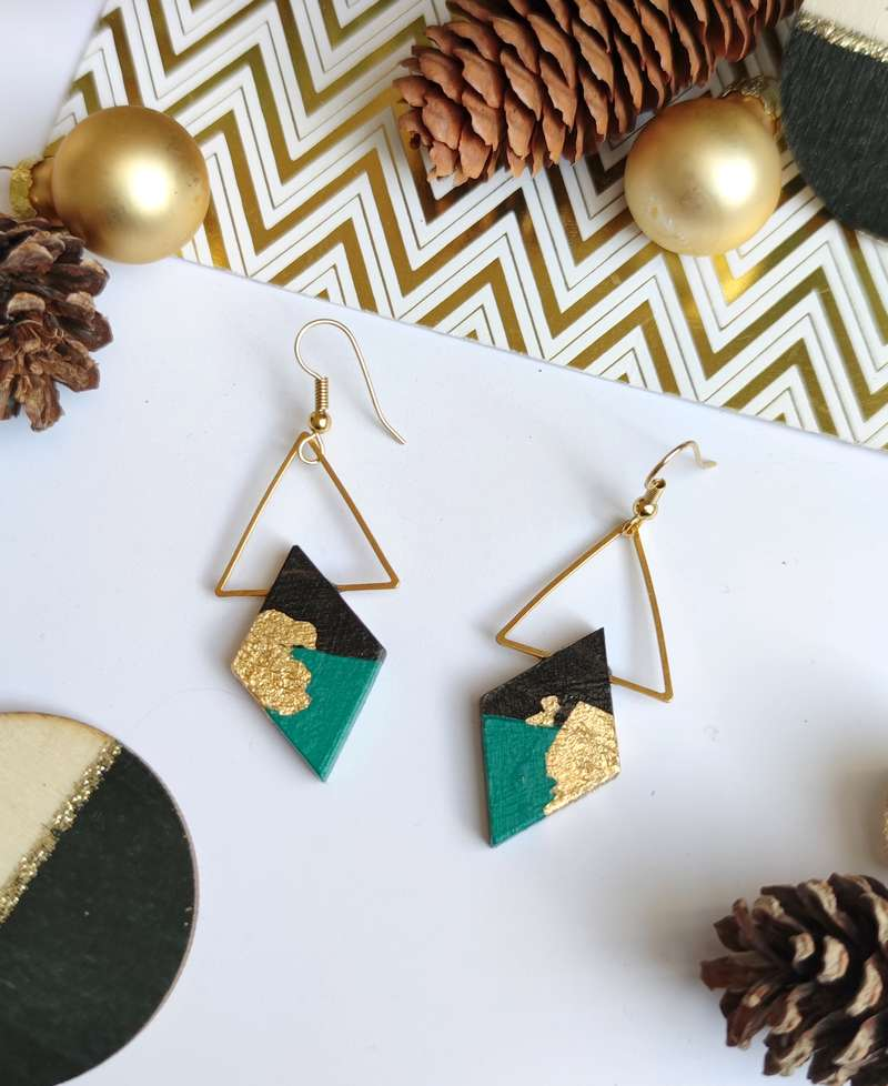 Gebetnout bijoux fantaisie lyon mode tendance bijouterie femme Annecy artisan bois ebene triangle losange bleu paon feuille or