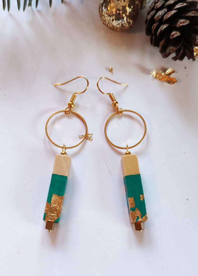 Gebetnout-bijoux-fantaisie-lyon-mode-tendance-bijouterie-femme-Annecy-artisan-bois-cercle-barre-vert-emeraude-feuille-or