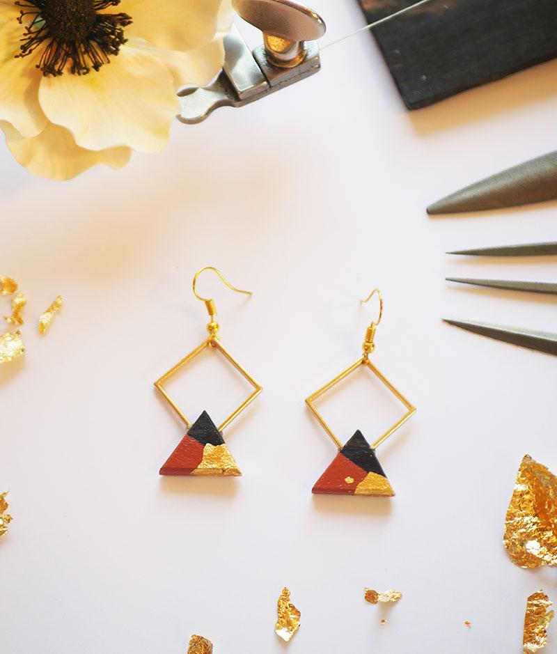 Gebetnout bijoux fantaisie lyon mode tendance bijouterie femme Annecy artisan bois ebene losange triangle marron chocolat feuille or