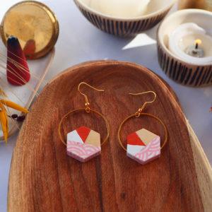 Gebetnout bijoux fantaisie lyon mode tendance bijouterie femme Annecy artisan watthanaram ayutthaya bois geometrie hexagone corail blanc rose papier dore