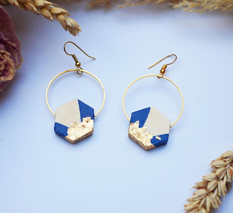 Gebetnout bijoux fantaisie lyon mode tendance bijouterie femme Annecy artisan Licancabur bois japonais geometrie hexagone bleu nuit feuille or dore