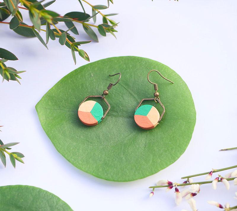 Gebetnout bijoux fantaisie lyon mode tendance bijouterie femme annecy artisan bois japonais géométrie rond hexagone vert camel