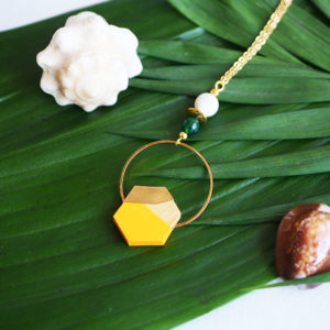 Gebetnout bijoux fantaisie lyon mode tendance bijouterie femme Annecy artisan Opunohu geometrie bois collier sautoir buis hexagone laiton jaune
