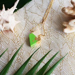Gebetnout bijoux fantaisie lyon mode tendance bijouterie femme Annecy artisan Opunohu geometrie bois collier triangle losange vert feuille or