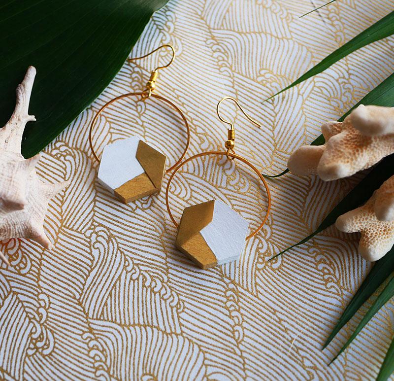 Gebetnout bijoux fantaisie lyon mode tendance bijouterie femme Annecy artisan Opunohu geometrie bois hexagone buis blanc laiton