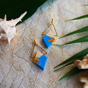 Gebetnout bijoux fantaisie lyon mode tendance bijouterie femme Annecy artisan Opunohu geometrie bois losange triangle bleu feuille or