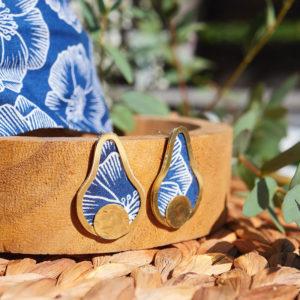 Gebetnout bijoux fantaisie lyon mode tendance bijouterie femme Annecy artisan laiton tissu upcycling hermanitas fleuri bleu blanc dore