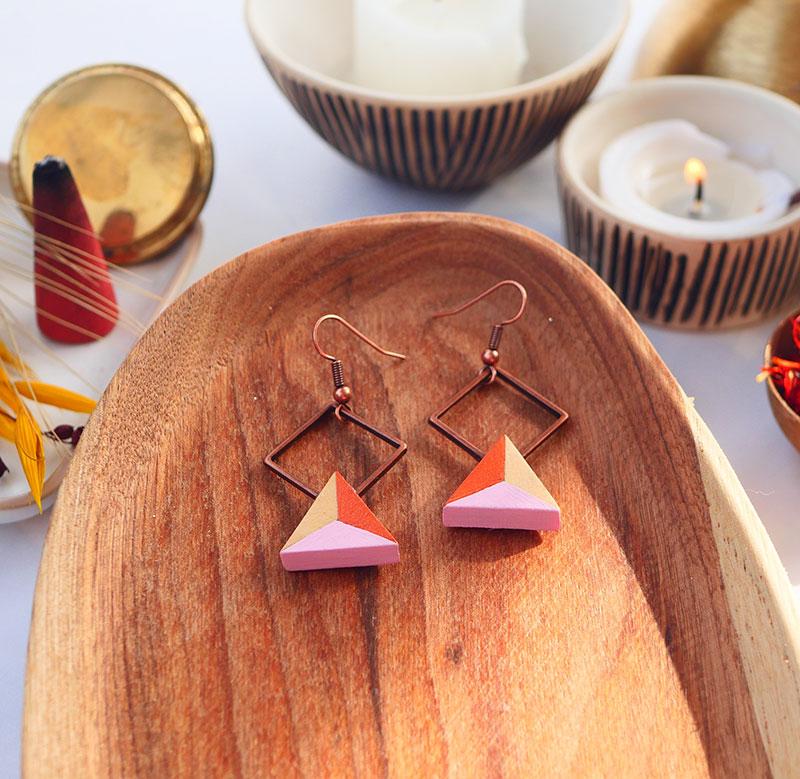 Gebetnout bijoux fantaisie lyon mode tendance bijouterie femme Annecy artisan watthanaram ayutthaya bois geometrie triangle losange rose cuivre