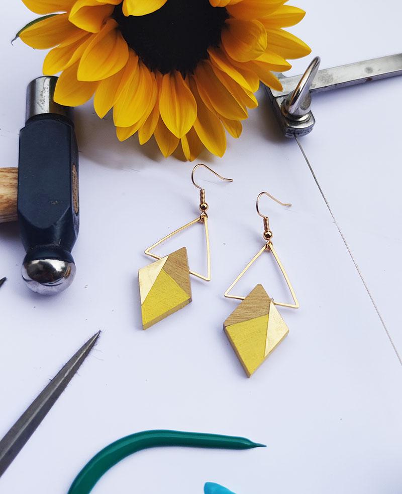 Gebetnout bijoux fantaisie lyon mode tendance bijouterie femme Annecy artisan bois buis geometrie losange triangle laiton jaune dore or