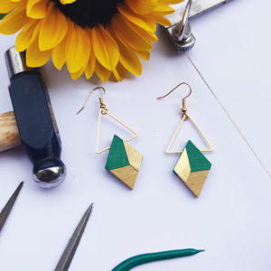 Gebetnout bijoux fantaisie lyon mode tendance bijouterie femme Annecy artisan bois buis geometrie losange triangle laiton vert foret dore or