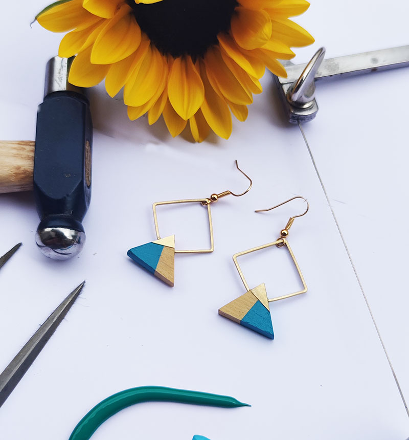 Gebetnout bijoux fantaisie lyon mode tendance bijouterie femme Annecy artisan bois buis geometrie triangle losange laiton bleu azur dore or