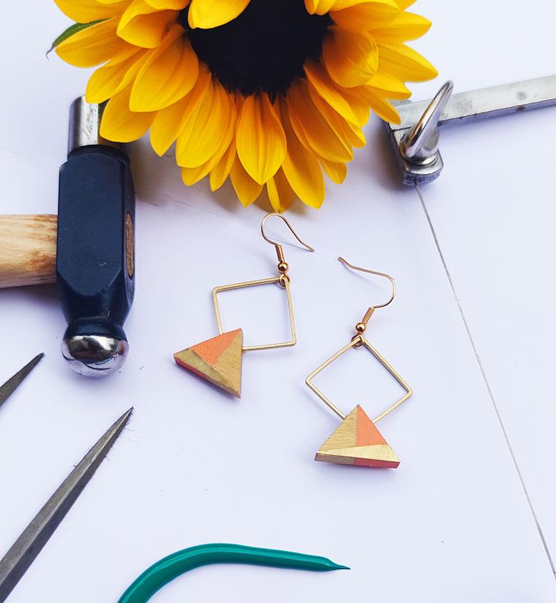 Gebetnout bijoux fantaisie lyon mode tendance bijouterie femme Annecy artisan bois buis geometrie triangle losange laiton orange dore or