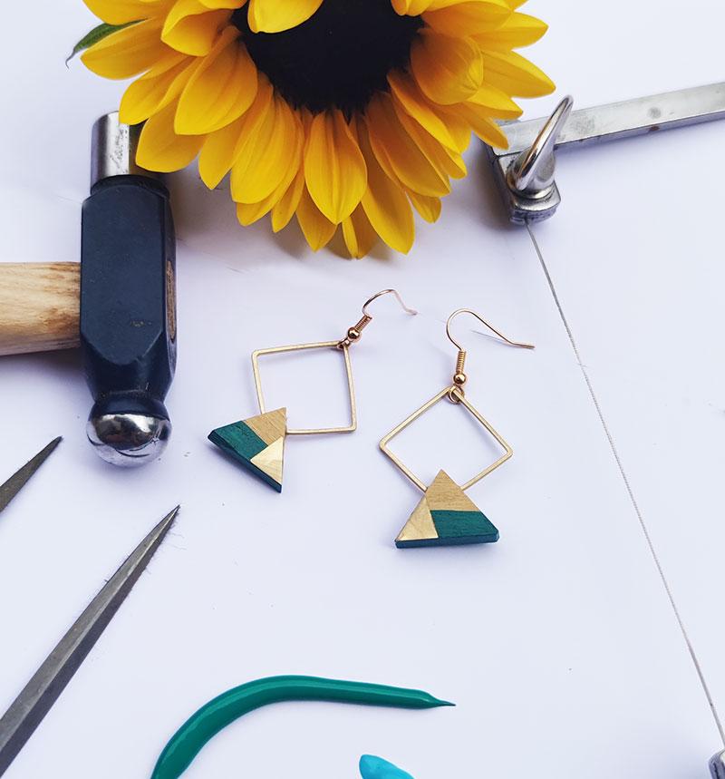 Gebetnout bijoux fantaisie lyon mode tendance bijouterie femme Annecy artisan bois buis geometrie triangle losange laiton vert emeraude dore or