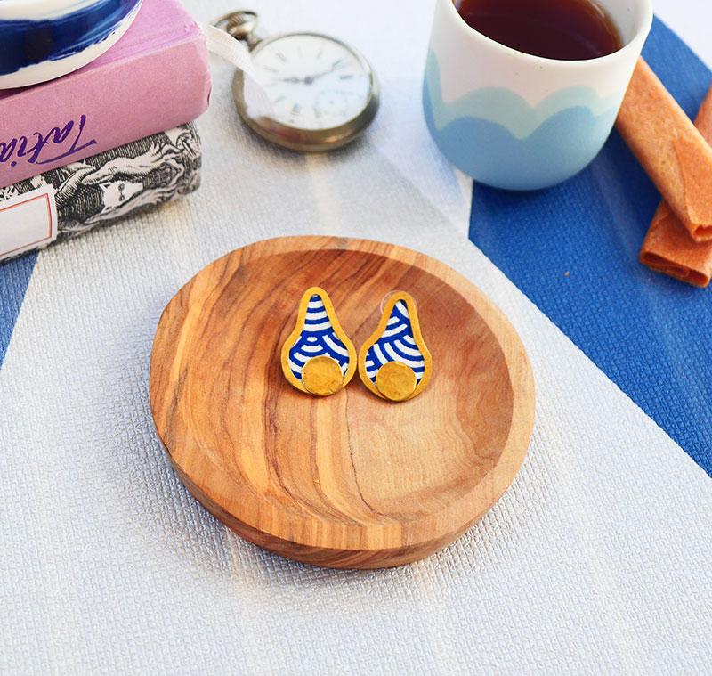 Gebetnout bijoux fantaisie lyon mode tendance bijouterie femme Annecy artisan laiton tissu upcycling geometrique poire bleu blanc graphique