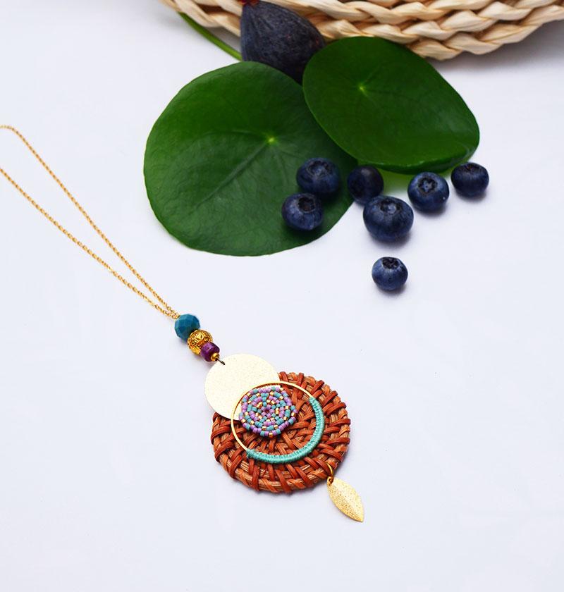 Gebetnout bijoux fantaisie lyon mode tendance bijouterie femme annecy seyssel artisan collier sautoir miyuki rotin rose bleu dore