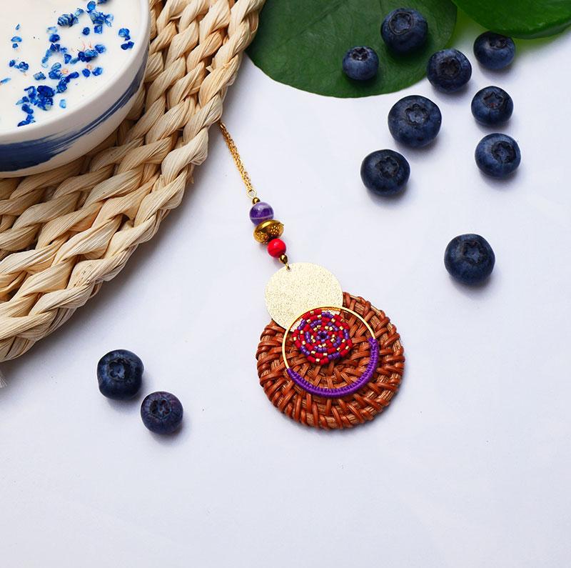 Gebetnout bijoux fantaisie lyon mode tendance bijouterie femme annecy seyssel artisan collier sautoir miyuki rotin rouge violet dore