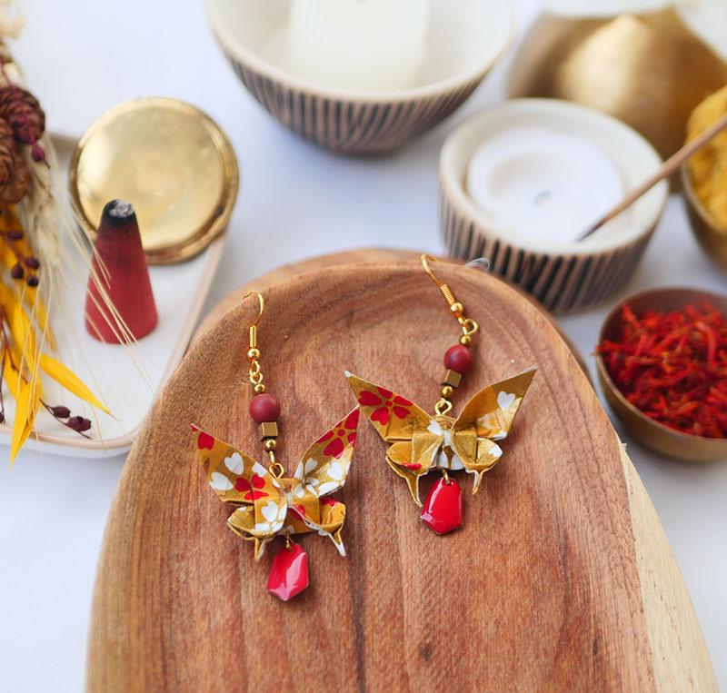 Gebetnout bijoux fantaisie lyon mode tendance bijouterie femme Annecy artisan watthanaram ayutthaya origami papillon howlite email ocre rouge dore
