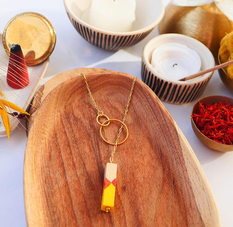 Gebetnout bijoux fantaisie lyon mode tendance bijouterie femme Annecy artisan watthanaram ayutthaya bois geometrie sautoir barre cercle lasso jaune